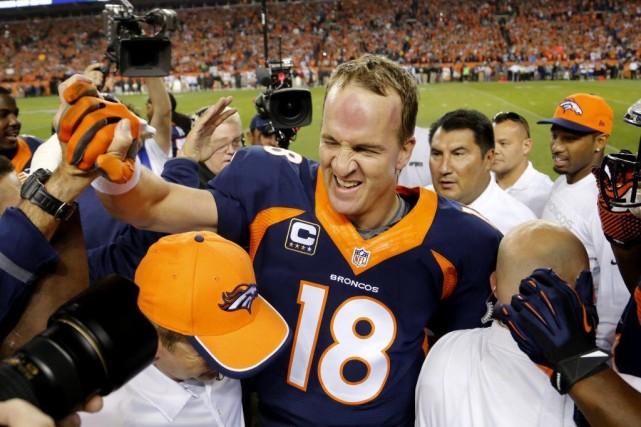 Peyton Manning célèbre sa 509epasse de touché.... (Jack Dempsey)