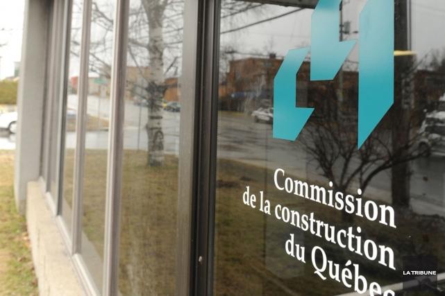Confronté à une contravention de 288 $ pour avoir effectué des travaux dans une... (Archives La Tribune, Jessica Garneau)