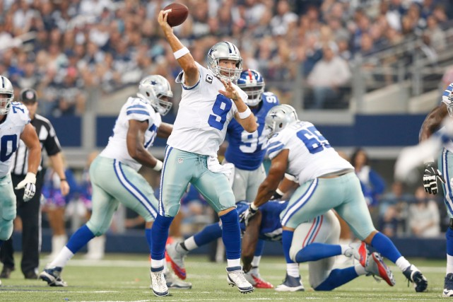 Tony Romo a lancé trois passes de touché... (Photo Matthew Emmons, USA Today Sports)