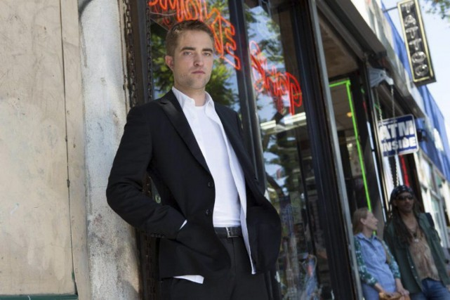 Robert Pattinson incarne un chauffeur de limousine dans... (Photo: fournie par Films Séville)