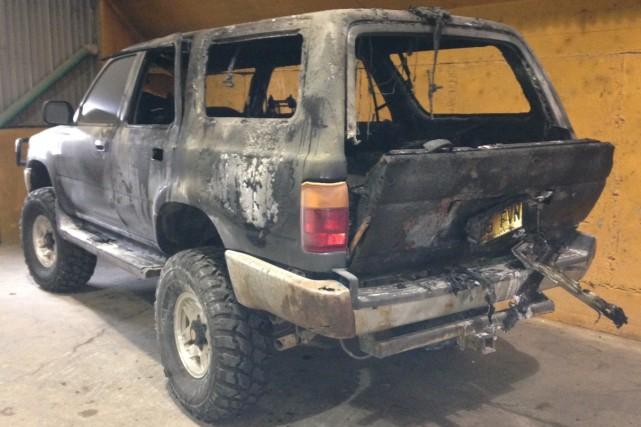 Un Toyota 4Runner a été incendié, lundi matin peu avant 7h, au quatrième étage... (Gimmy Desbiens)