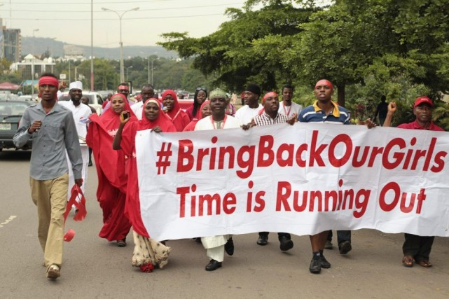 À Abuja, la capitale du Nigeria, des manifestants... (PHOTO AFOLABI SOTUNDE, REUTERS)