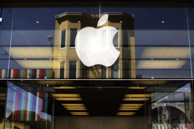 L'iPhone confirme son rôle de vache à lait pour Apple(AAPL)... (PHOTO ROBERT GALBRAITH, ARCHIVES REUTERS)