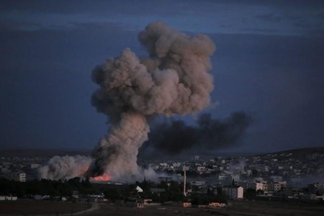 De violents combats se déroulaient dans la soirée... (Photo: AP)