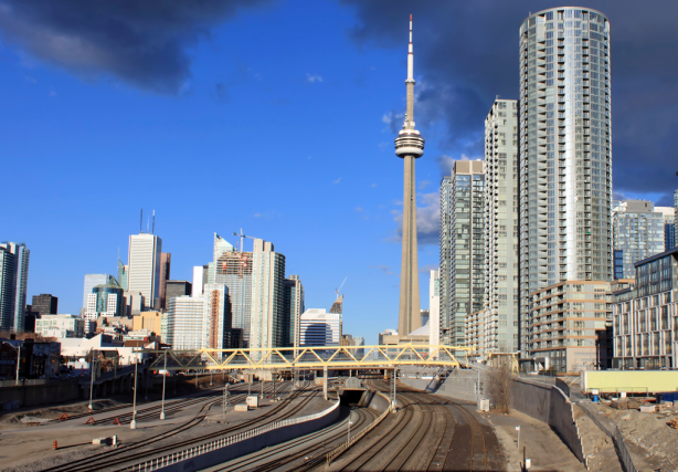 Un train à haute vitesse entre Toronto (notre... (Photo Thinkstock)