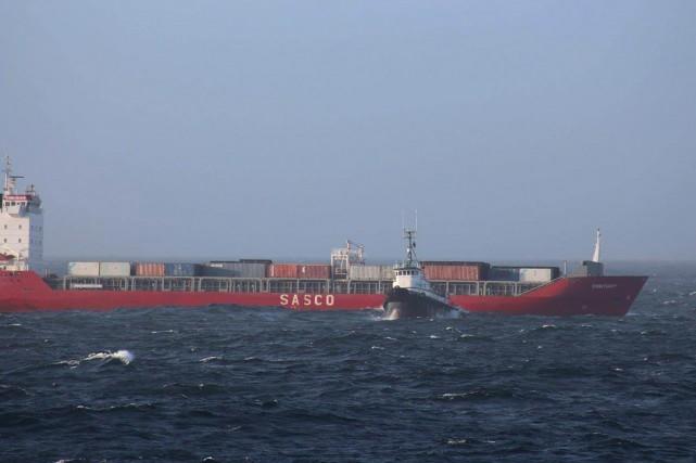 Le Simushir a finalement été tiré jusqu'à Prince... (Photo Maritime Forces Pacific, PC)