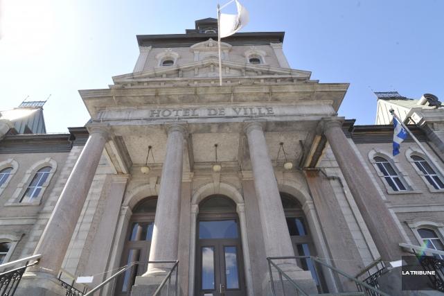 La Ville de Sherbrooke se classe en milieu de peloton parmi les municipalités... (Archives La Tribune)