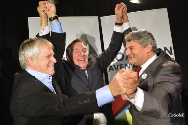 François Paradis, à gauche, savoure sa victoire en... (PHOTO YAN DOUBLET, LE SOLEIL)