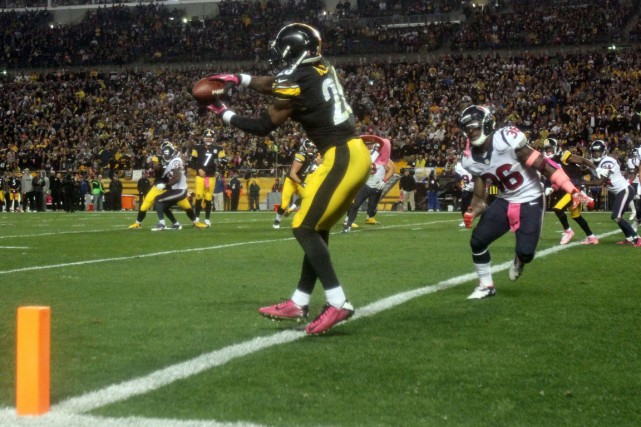Le'Veon Bell a récolté 57 verges en 12... (Photo Jason Bridge, USA Today Sports)