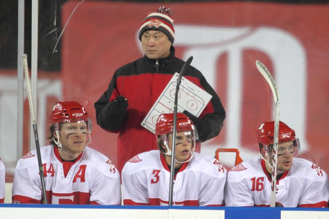 Jim Paek, entraîneur-chef de l'équipe de hockey de... (Photo fournie par Mark Newman)