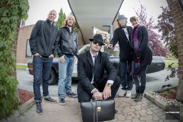 Les producteursAlain SauvageauetKarole Gravel(à droite sur la photo)... (Imacom, Frédéric Côté)