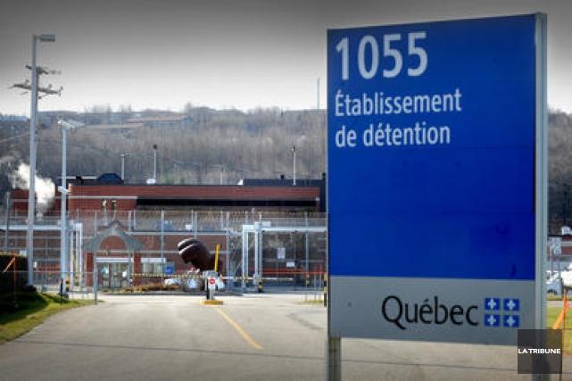 Quatre prévenus du Centre de détention de Sherbrooke affirment avoir entrepris... (Archives La Tribune)