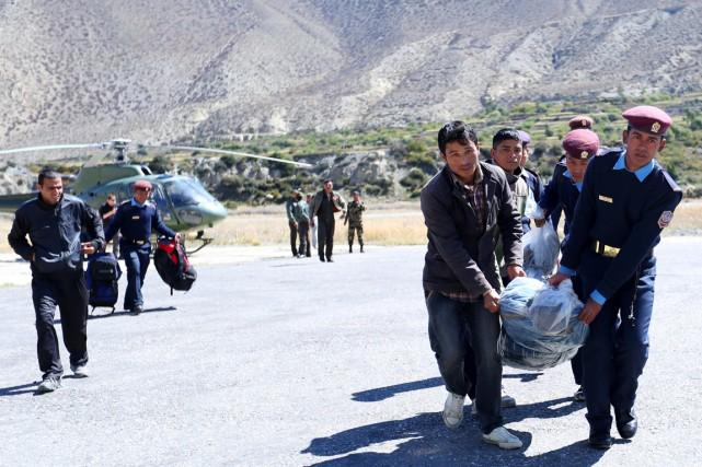 Trente-cinq corps ont été retrouvés sous la neige... (Archives AFP)