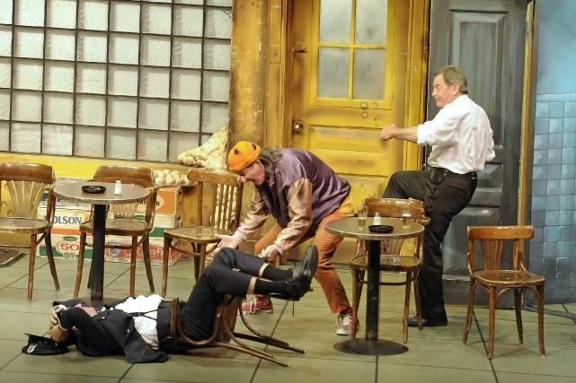 Pour la 3205e fois, les trois comédiens de Broue ont provoqué des tonnes... (Gimmy Desbiens)