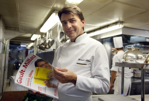 Yannick Alléno, auréolé avant ses 40 ans de... (Photo PATRICK KOVARIK, AFP)