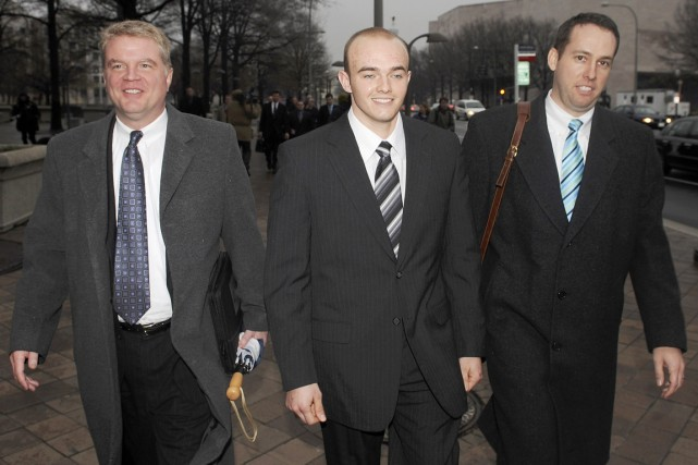 Nicholas Slatten (au centre) a été reconnu coupable... (PHOTO JONATHAN ERNST, REUTERS)
