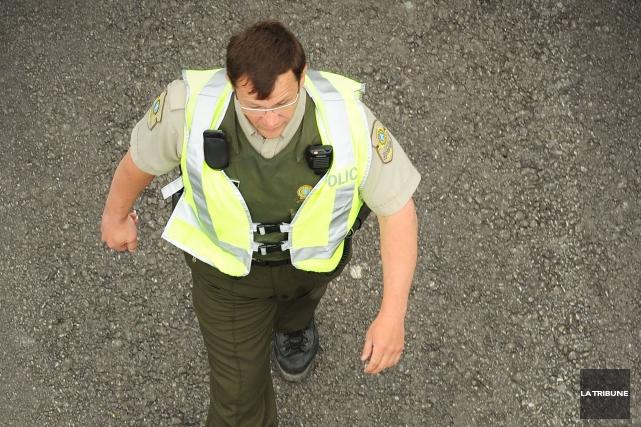 Les policiers de la Sûreté du Québec ont arrêté deux individus dont un mineur à... (Archives La Tribune, Jessica Garneau)