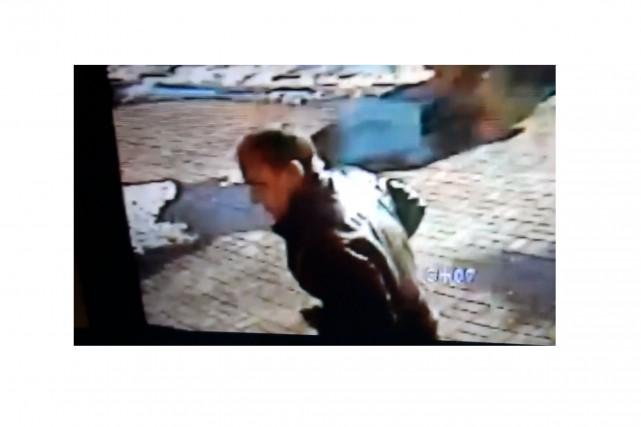La police a diffusé cette image de l'individu... (Photo fournie par la Régie intermunicipale Richelieu-Saint-Laurent)