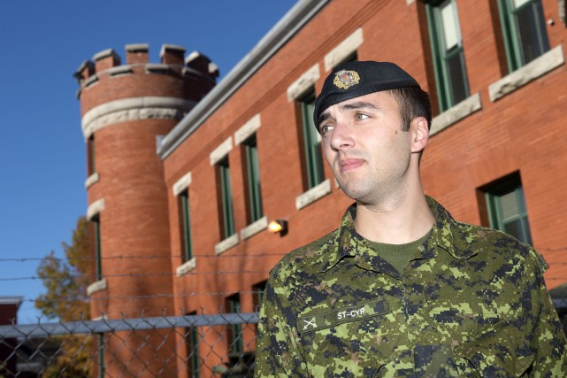 Le capitaine-adjudant du 12e Régiment blindé du Canada... (Photo: Stéphane Lessard)