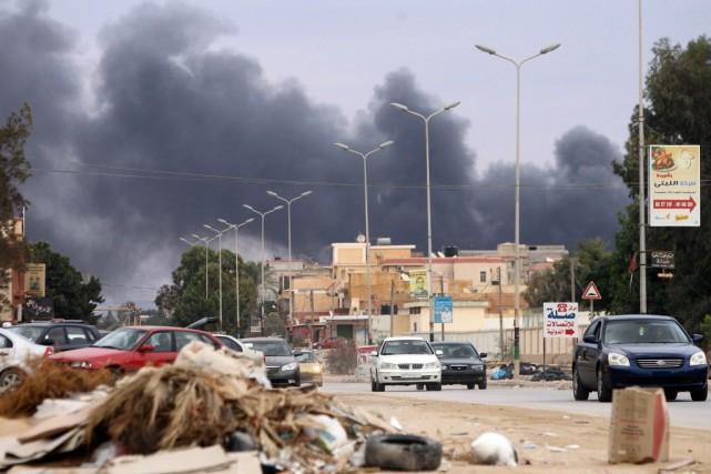 Les forces aériennes loyales à Haftar ont mené... (PHOTO ABDULLAH DOMA, AFP)
