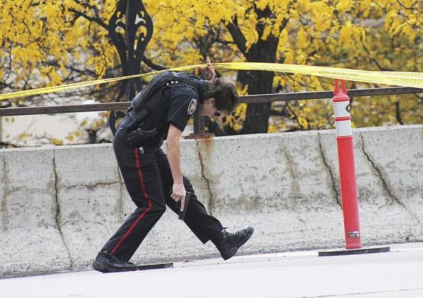 Evacuation du Centre Ville d OttawaParlementOttawaPolice d OttawaETIENNE...