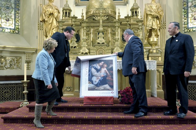 Le 350e anniversaire de la paroisse Notre-Dame de Québec est immortalisé sur un... (Photo fournie par la paroisse Notre-Dame de Québec)