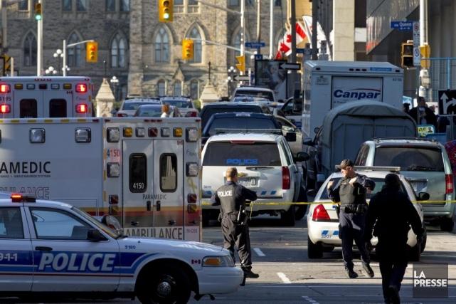 La police d'Ottawa dit maintenant croire qu'un seul tireur était impliqué dans... (PHOTO ALAIN ROBERGE, LA PRESSE)
