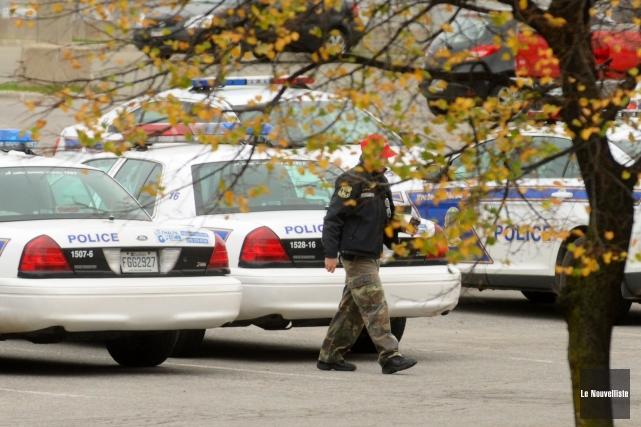 Les policiers portent un pantalon de camouflage ou... (Photo: François Gervais, Le Nouvelliste)