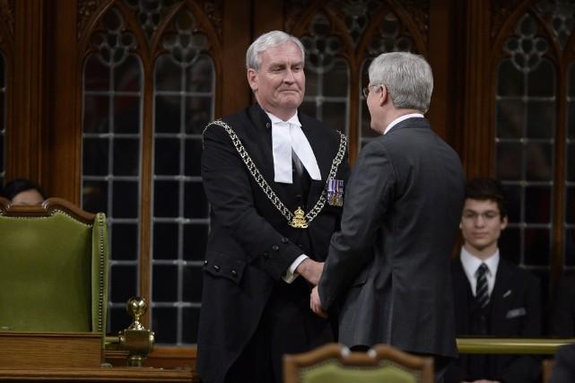 Kevin Vickers a reçu des applaudissements nourris et... (PHOTO ADRIAN WYLD, LA PRESSE CANADIENNE)