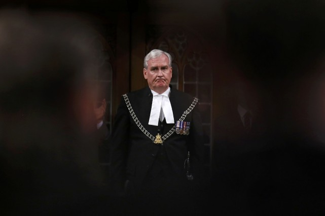 Kevin Vickers, très émotif, a reçu des applaudissements... (Photo Chris Wattie, Reuters)