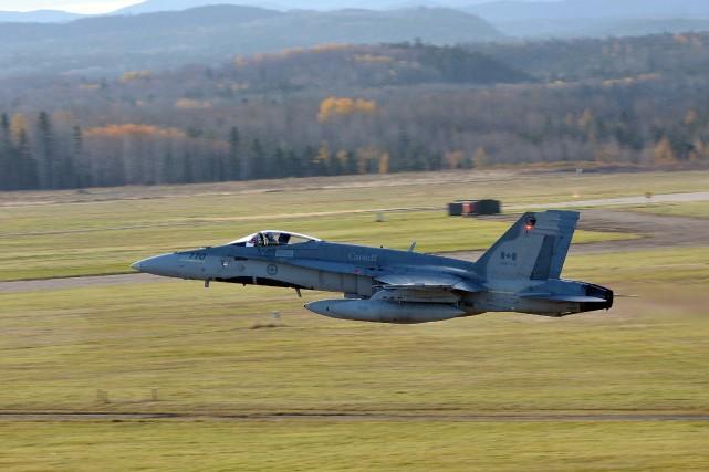 Le départ des six avions CF-18, de l'avion... ((Photo Rocket Lavoie))
