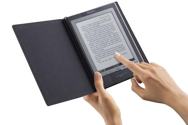 Plus d'un Français sur dix (11%) est un lecteur de livres numériques et son... (Photo: archives Bloomberg)