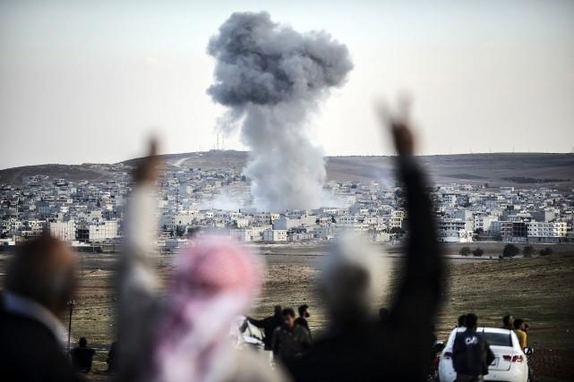 Les tentatives du groupe État islamique (EI) de s'emparer de la ville syrienne... (Photo BULENT KILIC, AFP)