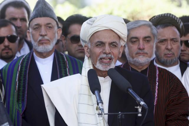 Le nouveau président d'Afghanistan Ashraf Ghani (au centre)... (PHOTO MASSOUD HOSSAINI, ARCHIVES AP)