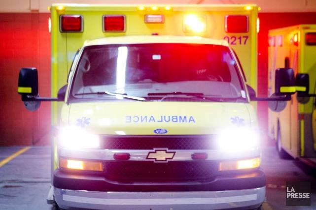 Sur la ligne de front lors des urgences médicales, les ambulanciers... (Archives La Presse)