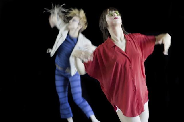 Les interprètes Louise Lecavalier et Audrée Juteau dans... (Photo: André Cornellier, fournie par l'Agora de la danse)