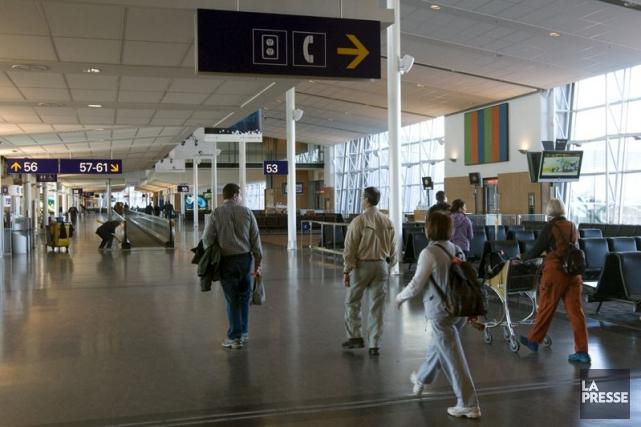 Les transporteurs aériens canadiens invoquent le taux de... (PHOTO RÉMI LEMÉE, ARCHIVES LA PRESSE)