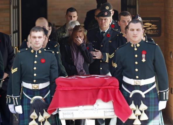 Le convoi funèbre a quitté Ottawa en début... (CHRIS WATTIE, Reuters)