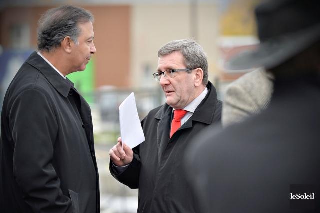 La sécurité autour du maire Régis Labeaume a... (Le Soleil, Pascal Ratthé)