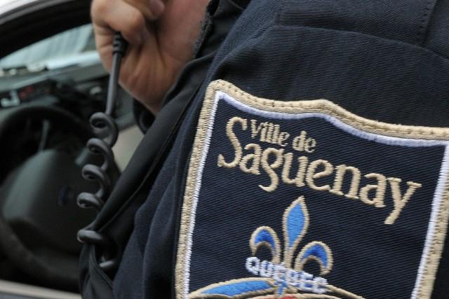 Les élus et la Fraternité des policiers de Saguenay devraient s'asseoir et... ((Photo Rocket Lavoie))