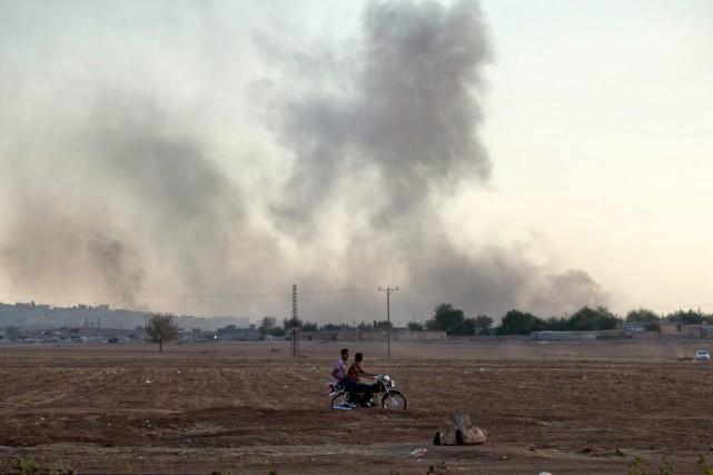 À Kobané, les forces kurdes sont aidées depuis... (PHOTO VADIM GHIRDA, AP)