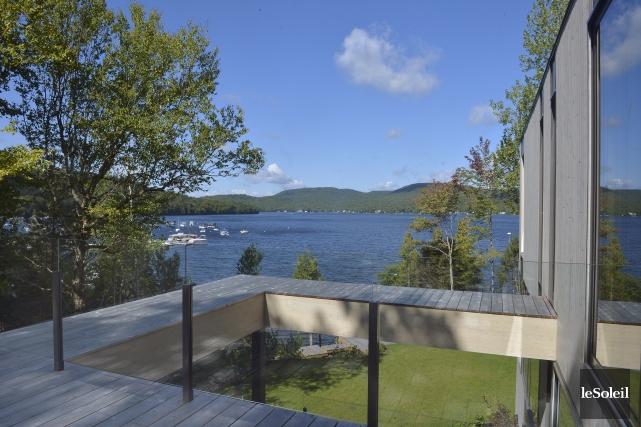 Cette résidence contemporaine de Fossambault-sur-le-Lac est signée Pierre... (Le Soleil, Jean-Marie Villeneuve)