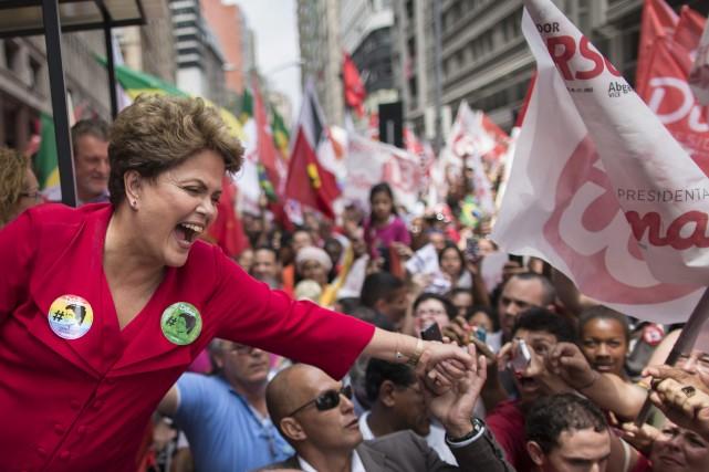 La présidente sortante Dilma Rousseff est légèrement favorite.... (Photo Felipe Dana, AP)