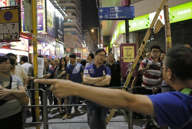Dans la rue depuis un mois, les manifestants prodémocratie de Hong Kong... (Photo Vincent Yu, AP)
