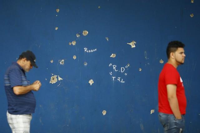 Un électeur brésilien de 20 ans a été tué dimanche devant un bureau de vote du... (Photo Ricardo Moraes, Reuters)