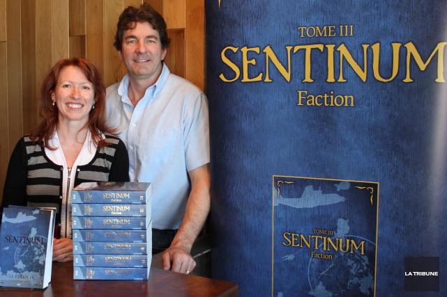L'auteur Max Carignan et sa conjointe et collaboratrice... (La Tribune, Yvan Provencher)