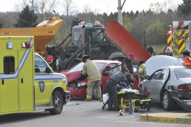 Un accident impliquant trois véhicules a fait deux... ((Photo Michel Tremblay))