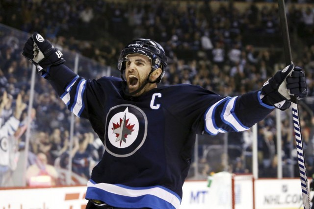 Andrew Ladd a compté le premier but du... (PHOTO BRUCE FEDEYCK, USA TODAY)