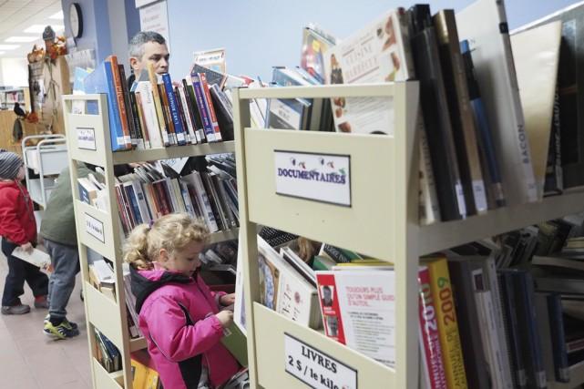 Une vente de livres a eu lieu cette... (photo Maxime Sauvage)