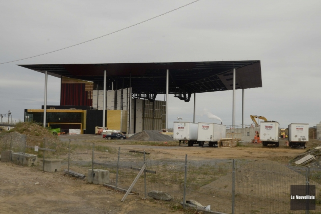 Le chantier de l'amphithéâtre de Trois-Rivières sur Saint-Laurent... (Photo: Sylvain Mayer, Le Nouvelliste)